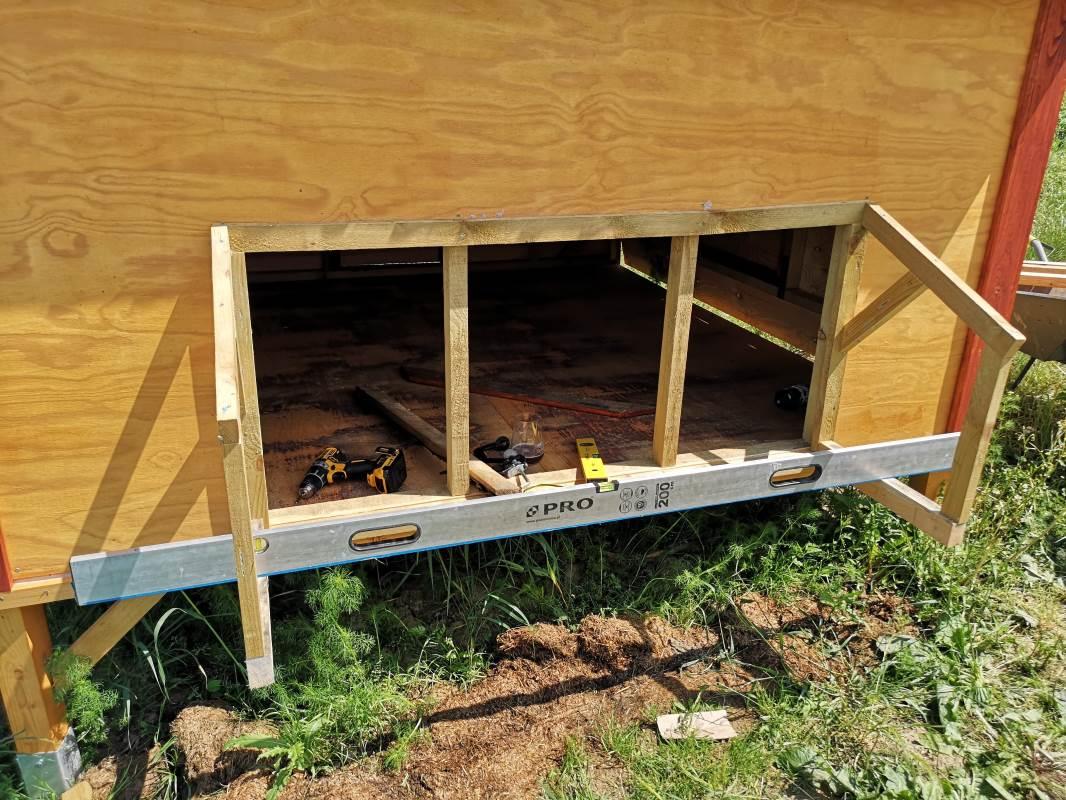 konstrukcja wypustu dla niosek